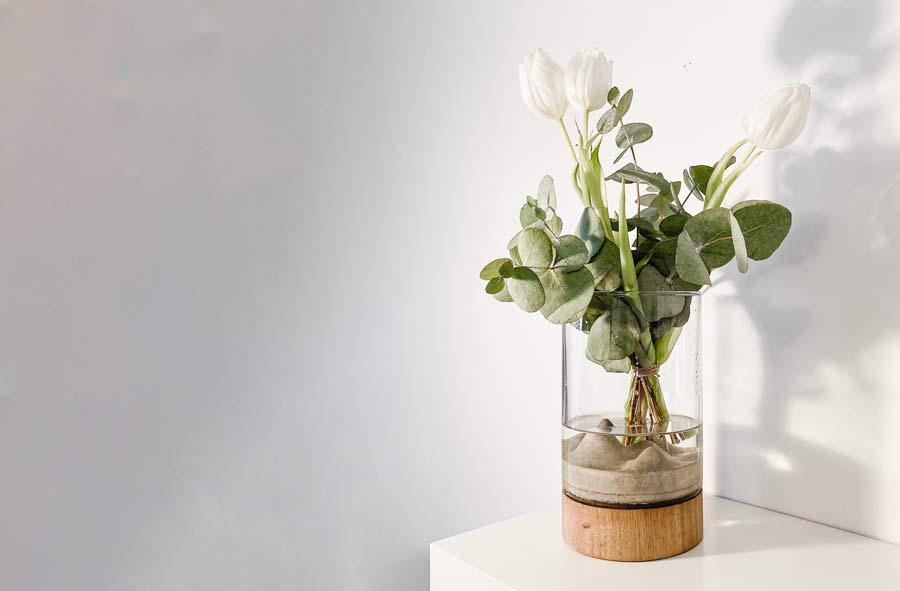 Váza Novaza s tulipány