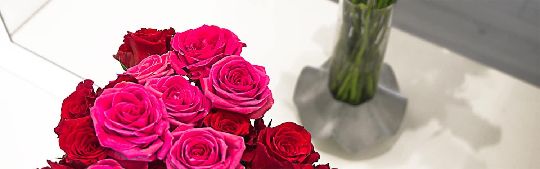 Váza Novaza s květinou jako Valentýnský dárek